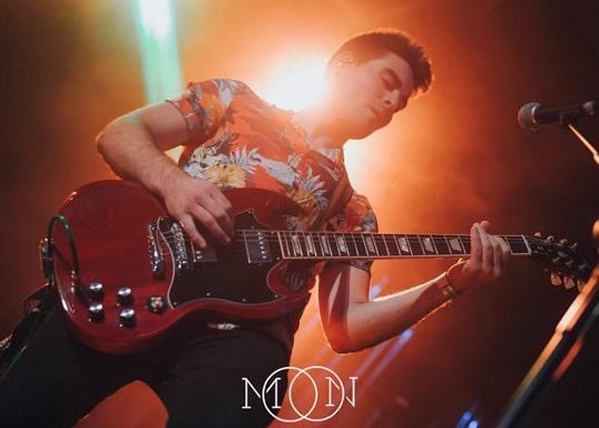 Nachtleven Valencia Moon gitarist